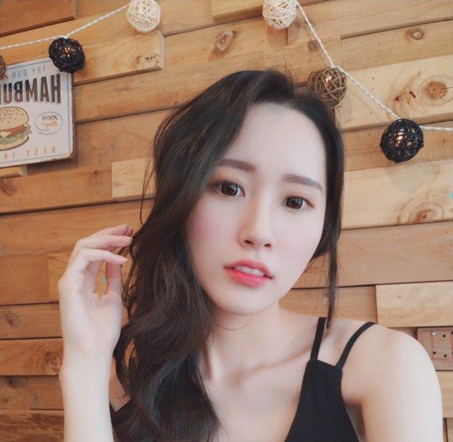 凡妮莎😋 live stream on 17.live